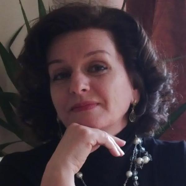 Monica Sandu specializata in psihologie si psihoterapie